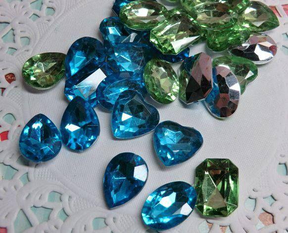 Imitación de diamantes-Contenido 30 piezas. Color:celeste y verde agua