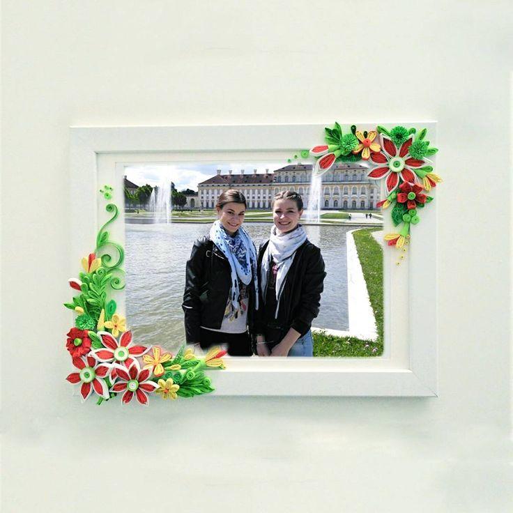 Photo frame made in quilling technique.  On the photo you can see my sister Nataly and Me-Cristina.  ⠀  ⠀ Привет Инста Мир!  ⠀  Сегодня ваша лента будет пестрить фото рамок в технике Квиллинг.  ⠀  Эту рамочку делала на заказ и она сейчас живет в чудесной семье в Испании у @juliekyoku  Формат А4  ⠀  А на фото мы с сестрой в Мюнхене.  ⠀  Если хотите подобную рамочку,пишите в директ  ⠀  А в следующем посте увидете еще одну рамочку,похожую на эту,которую я совсем недавно делала
