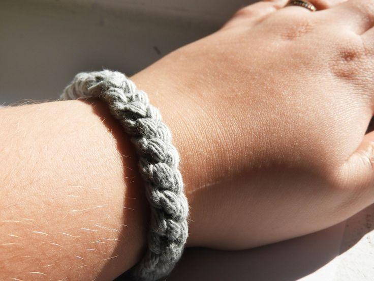 Bracelet Macramé Bracelet gris Bracelet en laine Bracelet Tressé  Bracelet Minimaliste Bracelet Boho-chic Bracelet Femme Bracelet fille de la boutique LesTresorsStephanie sur Etsy