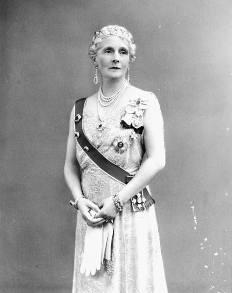 Princess Alice, Countess of Athlone (1883 – 1981). She was the longest-lived Princess of the Blood Royal of the British Royal Family & the last surviving grandchild of Queen Victoria. She also held the titles of Princess of Saxe-Coburg and Gotha & Duchess in Saxony from birth, as well as a Princess of Teck by marriage. She was godmother to Queen Beatrix of the Netherlands, who is the granddaughter of her first cousin, Queen Wilhelmina of the Netherlands.