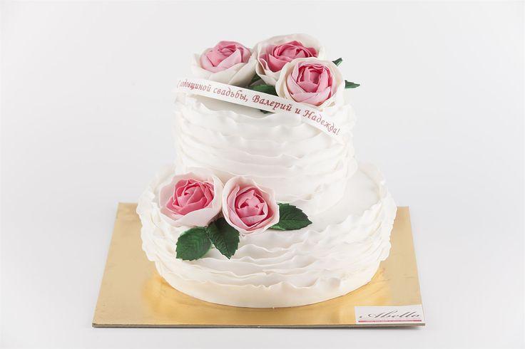 Торты от Абелло - это индивидуальные и очень вкусные десерты, которые с любовью и заботой изготавливаются для Вас❤️  Изготовление тортика как на фото возможно от 2-х кг всего за 2350₽/кг.  Специалисты @abello.ru всегда рады помочь с выбором потрясающего и натурального десерта по единому номеру: +7(495)565-3838 Телефон/WhatsApp/Viber. Так же в помощь наш сайт www.abello.ru с нашими работами для вдохновения. #тортыназаказ #тортназаказмосква #доставкатортов #кондитерскаямосква #тортнапраздник…