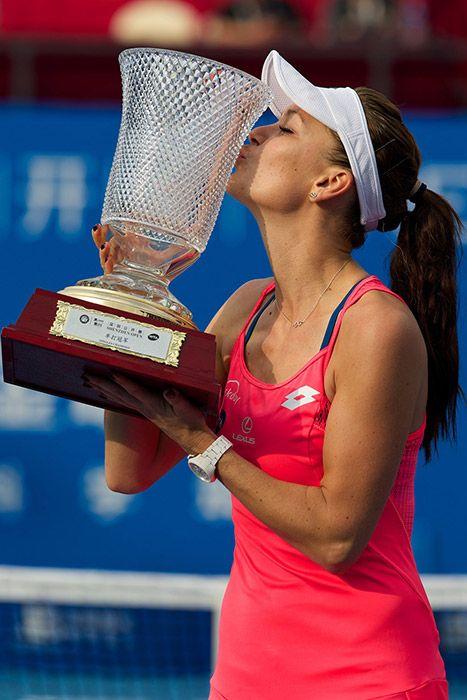 1/10/16 http://wtaangels.blogspot.com/2016/01/wta-2016-galeria-de-trofeus-1.html Shenzhen Open 2016 Champion: Aga Radwanska.