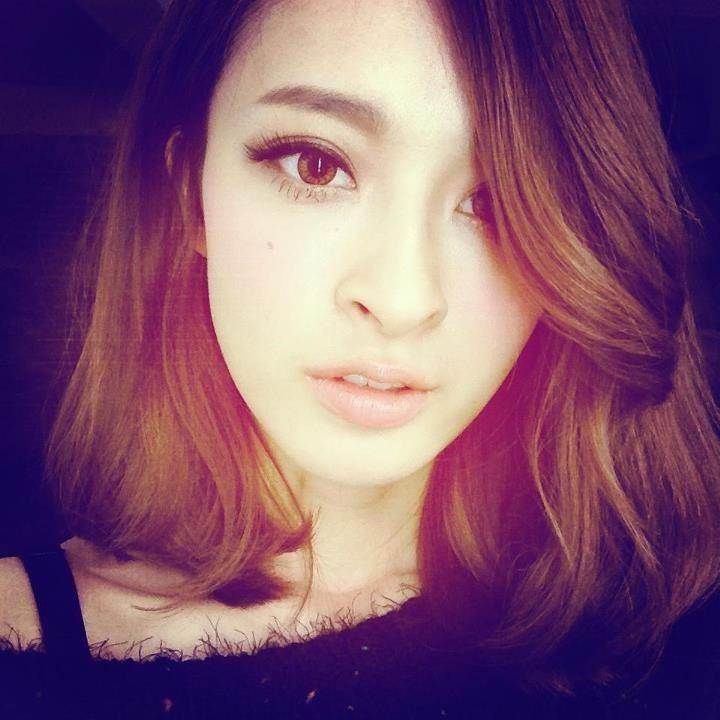 Medium-length hair with natural waves. Model: Kerina Hsueh, Taiwanese.