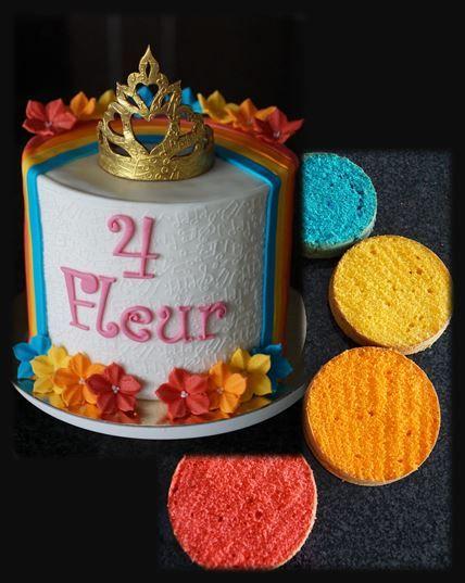 Thema: K3 kroon Taart: biscuit in K3-regenboog met aardbeicrème en verse aardbeien