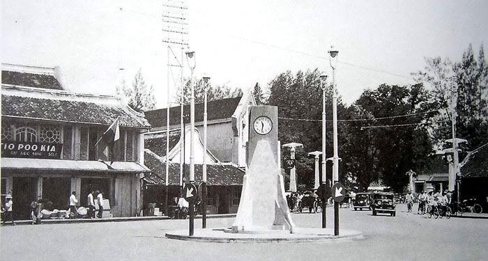 photo KlokvoordePasarGede1937AsiaMaior.jpg