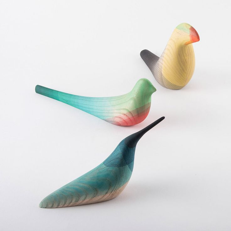 Dip-Dyed Wooden Sculptures Showcase the Unique Plumage of Tropical Birds