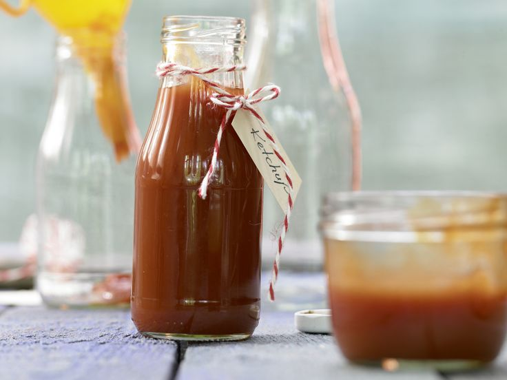 Tomaten-Ketchup - (Grundrezept) - smarter - Kalorien: 86 Kcal - Zeit: 35 Min. | eatsmarter.de Selbstgemachter Ketchup schmeckt 1000 Mal besser als das fertigprodukt.