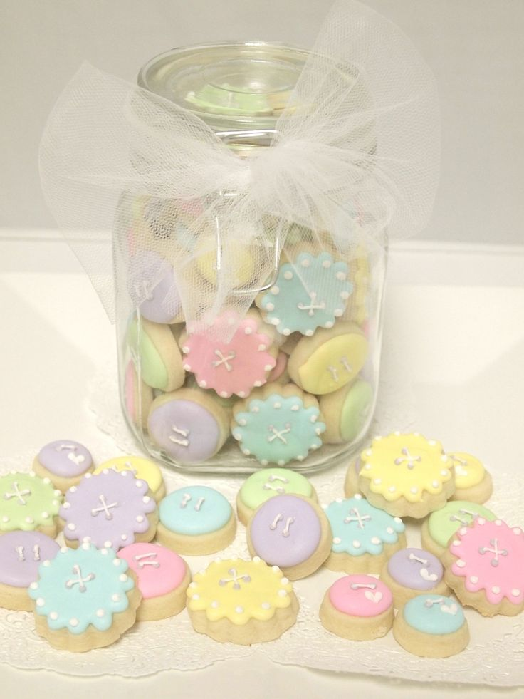 Pretty little button cookies. Cute for a bridal or baby shower!
