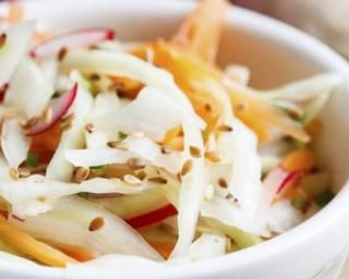 Salade de choux et carottes à la chinoise : http://www.fourchette-et-bikini.fr/recettes/recettes-minceur/salade-de-choux-et-carottes-la-chinoise.html