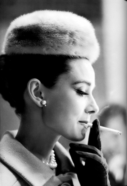 : Black White Photography, Audrey Hepburn, Style Icons, Audreyhepburn, Pearls Earrings, Electronics Cigarette, Retro Style, Fur Hats, Real Woman