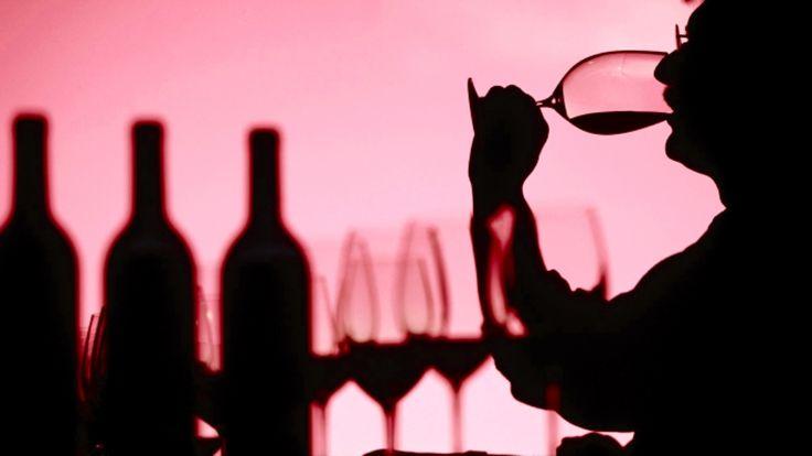 Şarap tadımı alanında çalışan profesyoneller ya da amatörler, dilin tat alma hassasiyetini korumak amacıyla, aşırı derecede acılı, ekşili ve tuzlu yiyeceklerden kaçınmalıdırlar.