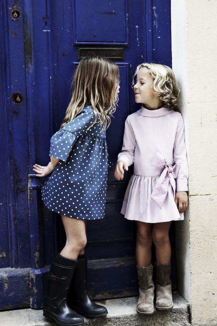 Vestido de rayas rosas con lazada de topos. Vestido azul con topos de pepitobychus.  Síguenos en facebook www.facebook.com/pepitobychus
