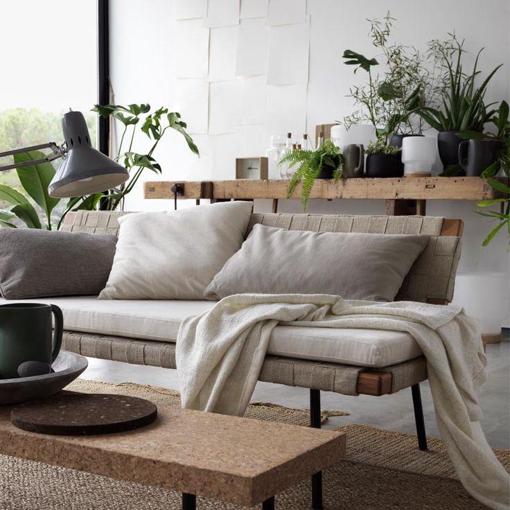 Le daybed est de retour inspiration style scandinave nature bois textile métal en beige gris table salle à mangeraménagement