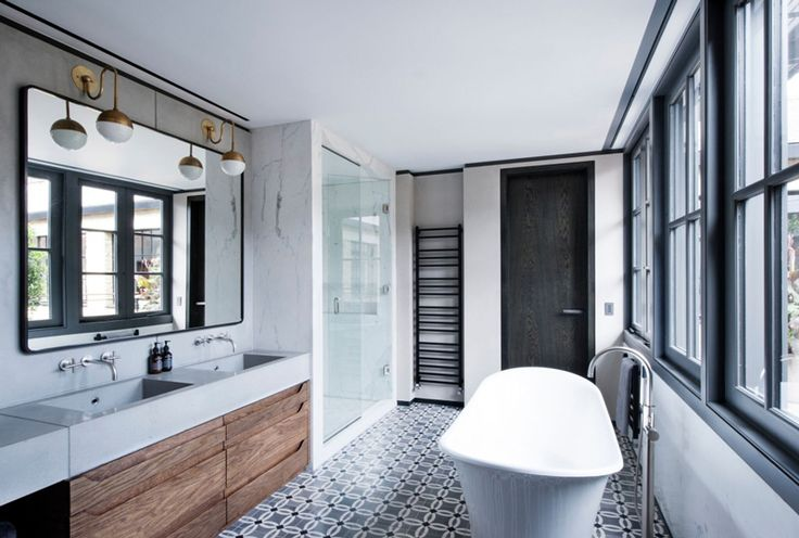 Au sol ou pour une crédence, dans la cuisine, ou dans une salle de bain, les carreaux de ciment évoquent le charme de l'ancien avec modernité.
