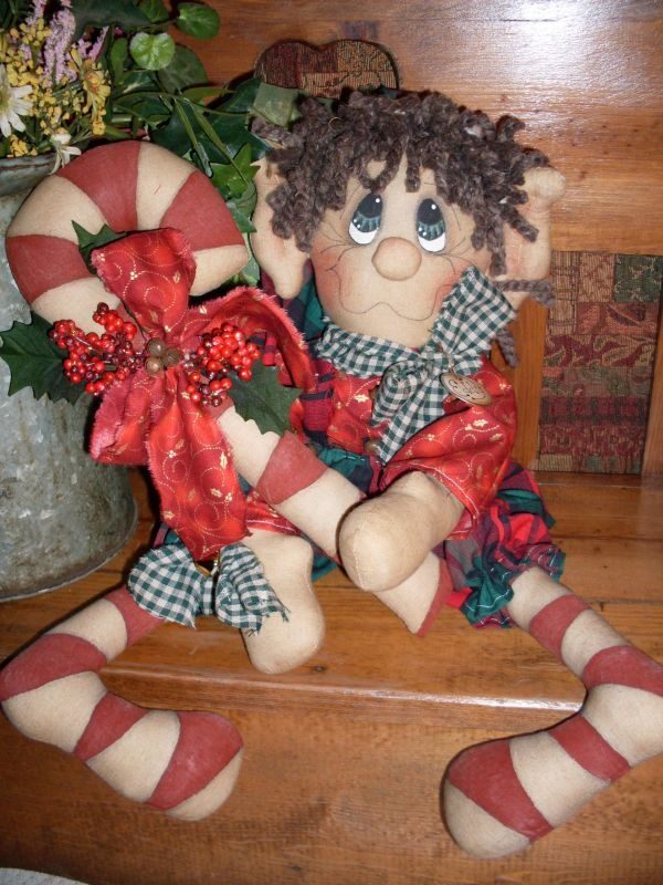 Primitive Raggedy Elf MAILED pattern 106 Eddy the Raggedy Elf.    I love this so I ordered the pattern.  WOW