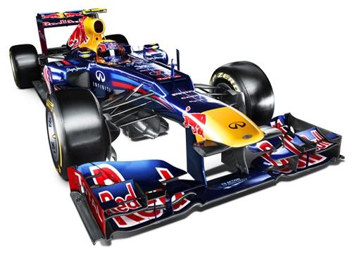 Red Bull RB8 レッドブルの2012年F1マシン「RB8」は、2009年マシンRB5の流れをくむ4代目のマシン。2012年のF1レギュレーションに対応した段差ノーズには、その段差部分にエアインテークらしき穴を確認できる。プルロッドを復活させたエイドリアン・ニューウェイのデザインらしく、RB8のリアは相変わらず低くタイト。全体的に丸みを帯びたボディーワークも特徴だ。