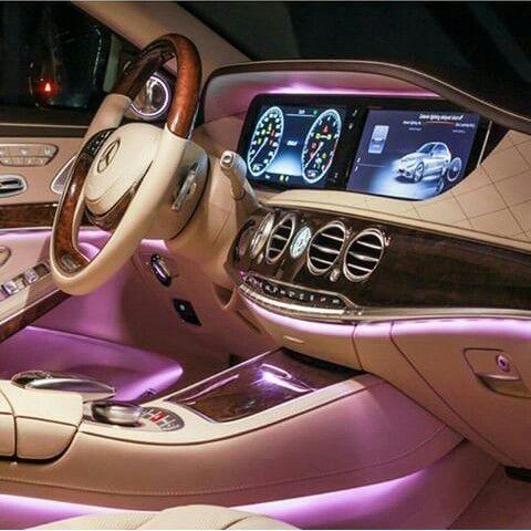 Pink lights, Mercedes