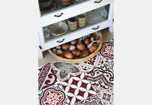 Tappeti cucina e tovagliette americane in pvc ispirate alle maioliche - Elle Decor Italia