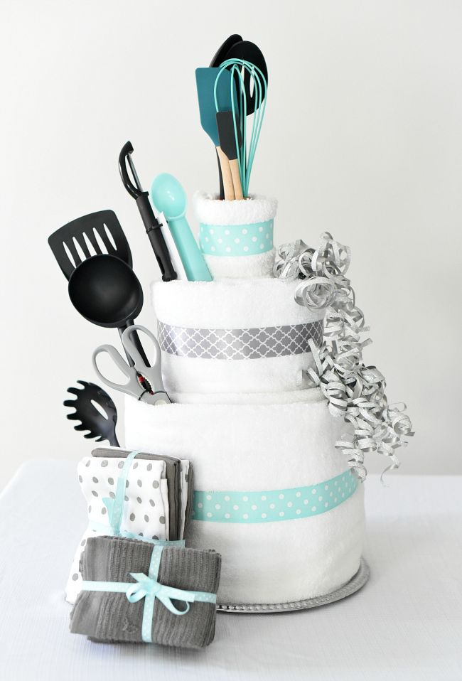 Towel Cake A Fun DIY Bridal Shower Gift