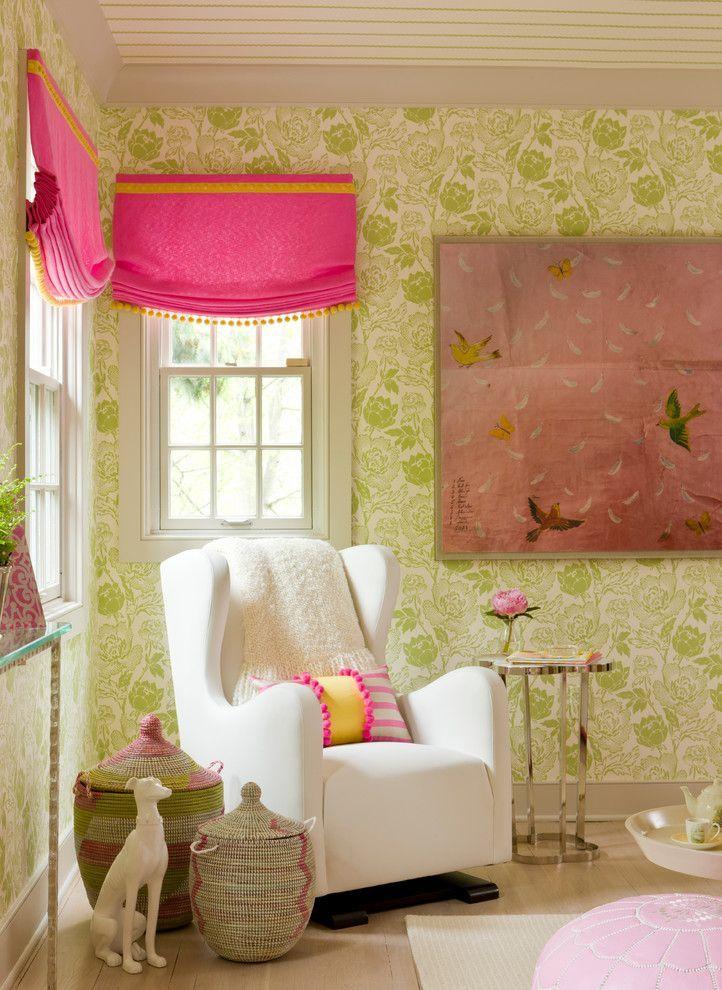 Простые и удобные римские шторы для детской комнаты активной девочки