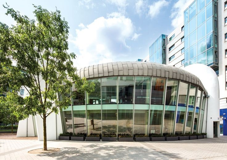 В исторической части Лондона, Саутварке, продается офисное здание, созданное по проектам архитекторов Rofle Judd Ltd. Саутварк - интересный район, ведь здесь городская Мэрия, художественные галлереи, например, Tate Modern, театр The Globe. Здание, площадью 308 м2, в некольких минутах от London Bridge, The Shard и Borough Market. За последний год интерьер был кардинально обновлен. При получении соответствующего разрешения, объект можно использовать как ресторан, бар, магазин. Цена:  £ 2 500…