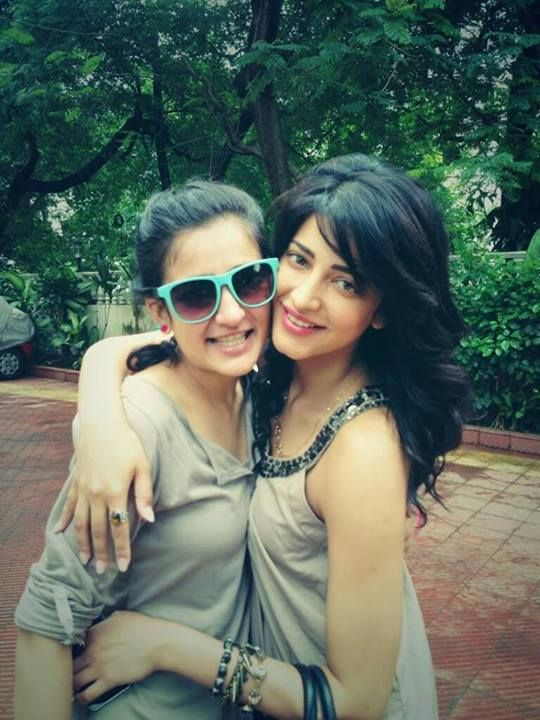 Akshara Hassan With her Sister Shruti