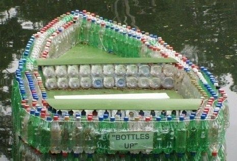 Fede både af plastik flasker