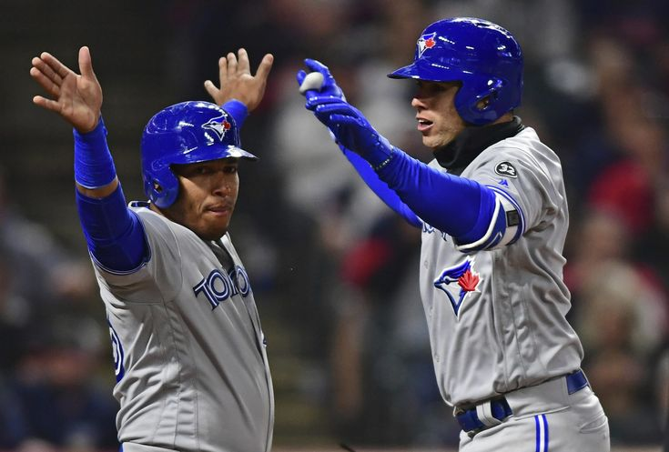 Hernandez answers the call, leads Jays in Cleveland