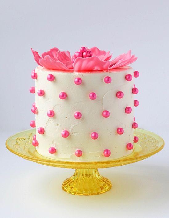 В этом пошаговом мастер-классе с фото и видео мы покажем, как сделать шоколадные цветы для торта своими руками.Таки способом можно украшать и кексы.