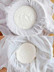 """Domaci """"lucina)Smíchejte jogurt (500 g) s kysanou smetanou (150 – 190 g) a přidejte sůl. Na mísu položte cedník, ten vystelte čistou plenou a do ní dejte připravenou směs. Povrch překryjte cípem pleny a nechte na lince 12 hodin stát. Už v tuto chvíli je sýr celkem odkapaný, můžete klidně konzumovat a nebo přemístěte ještě na dalších 12 hodin do lednice. Pak přemístěte z pleny do nádoby s uzávěrem a zkonzumujte do týdne."""