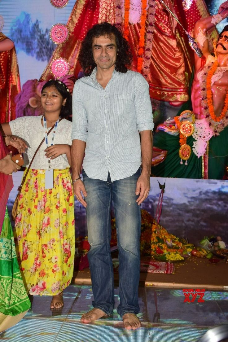 Mumbai: Durga Puja celebrations  Bhagyashree, Imtiaz Ali, Rani Mukherjee, Alia Bhatt, Ranbir Kapoor, Pritam Chakraborty - Social News XYZ