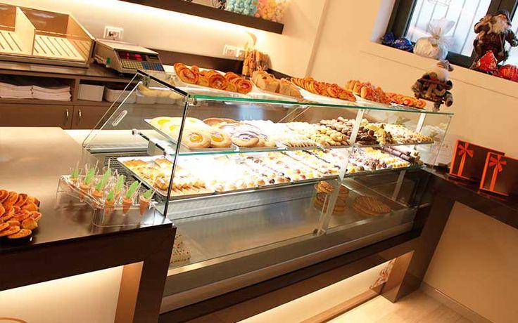 Oltre 25 fantastiche idee su bar caffetteria su pinterest for Arredamento pasticceria prezzi