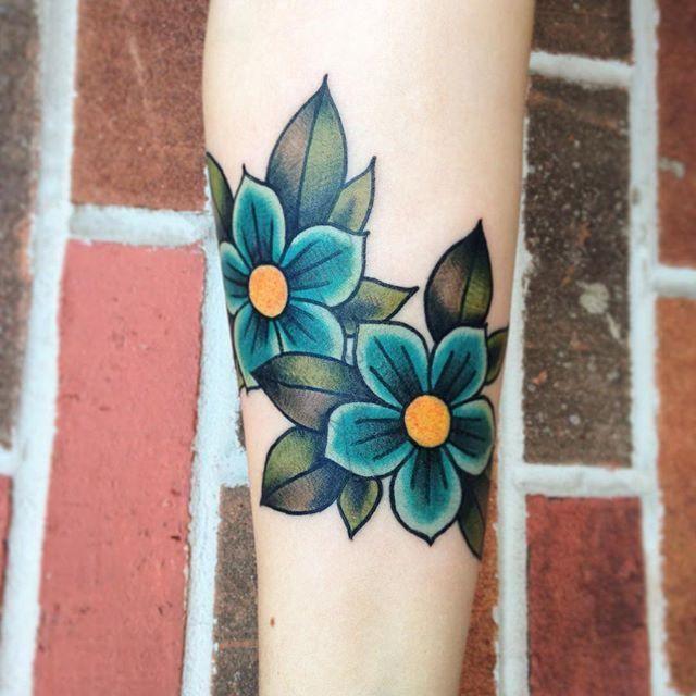 http://www.minhatatuagem.com/tatuagens-de-flores/                                                                                                                                                      Mais