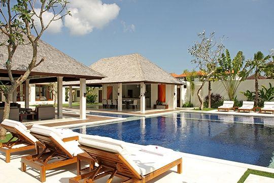 Villa Asante - Pool and sun loungers - Canggu