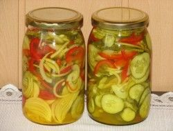 Sałatka z ogórków i kurkumy