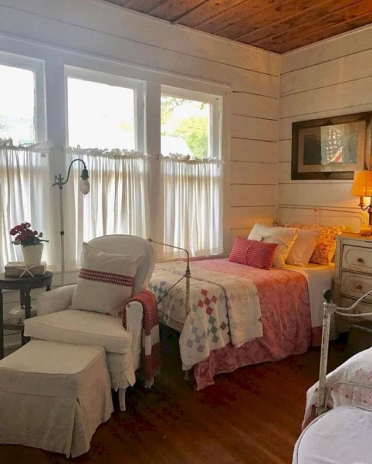 30+ Gorgeous Farmhouse Bedroom Design Ideas