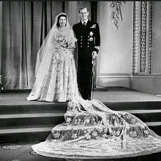 ~ Queen Elizabeth and Prince Philip at their wedding nearly 70 years ago. ~ Königin Elizabeth und Prinz Philip an ihrer Hochzeit vor fast 70 Jahren.  #queenelizabeth2 #queenelizabeth #queenelizabethii #reina #reine #drottning #dronning #königin #koningin #hm #hmqueenelizabethii #hmqueenelizabeth #hermajesty #godsavethequeen #dukeofedinburgh #princephilip #weddingdress  #britishwedding #whiteweddingdress #royalwedding #hrhprincephilip #wedding #weddingday #edinburgh #royalfamily #thequeen…