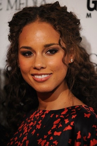 Alicia Keys often lets her natural curls free.