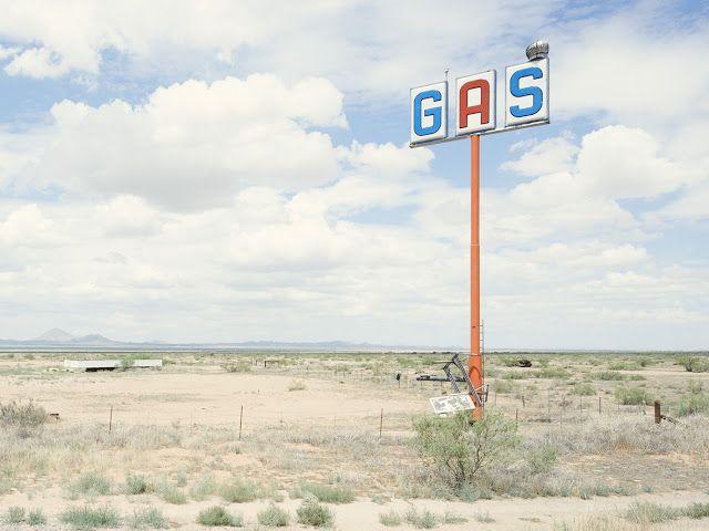 Iñaki Bergera Photography: gasstation05