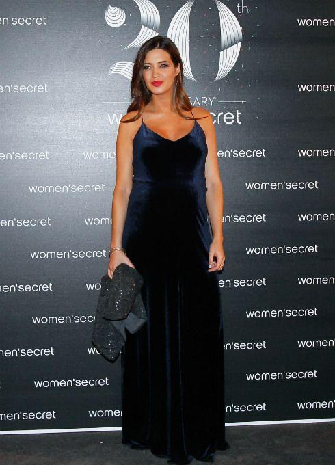 Sara Carbonero deslumbra con un vestido largo en el desfile del 20º aniversario de Women´Secret