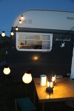 j u n k a h o l i q u e: vintage caravan renovation project (part 2) completion!