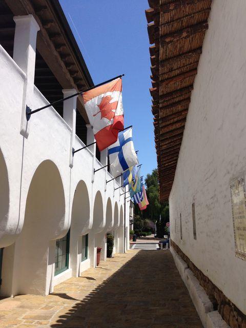 サンタバーバラの小道とパティオを歩く2 エル・パセオ El Paseo  California Architecture  Santa Barbara
