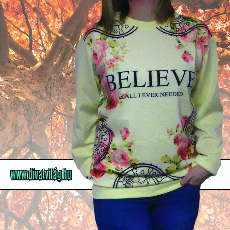 A Bilieve női pulóver egy igazán könnyed vékony anyagú nőies ruhadarab.  Az eleje virágokkal díszített. Tartása lezser.  Kiváló viselet a hűvösebb nyári és őszi estékre.