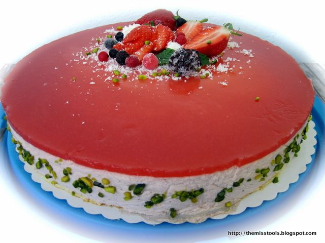 Strawberry mousse with yogurt heart | TheMissToolsBlog | Pinterest