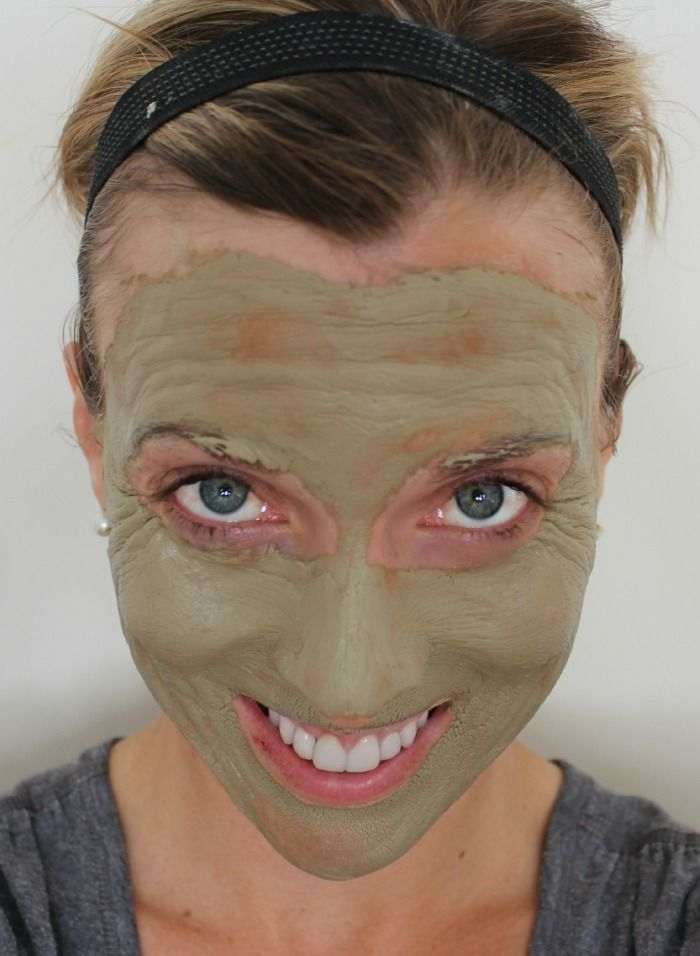 Homemade Restorative Face Mask.  Better than Botox, and at 40 cents .... WAAAY better than a face lift!  Only three ingredients!!  Via View From The Fridge