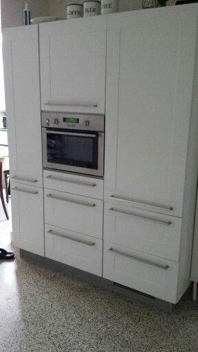 Apothekerskast Keuken Ikea : Zeer functionele kast met inbouwkeukens, magnetron en apothekerskast.