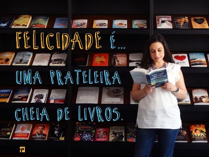 Felicidade é uma prateleira cheia de Livros <3