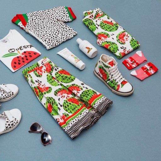Stampe pop e nuance estive per piccole modaiole inseparabili: la nostra proposta di oggi è dedicata alle amiche più fashion che ci siano ;)