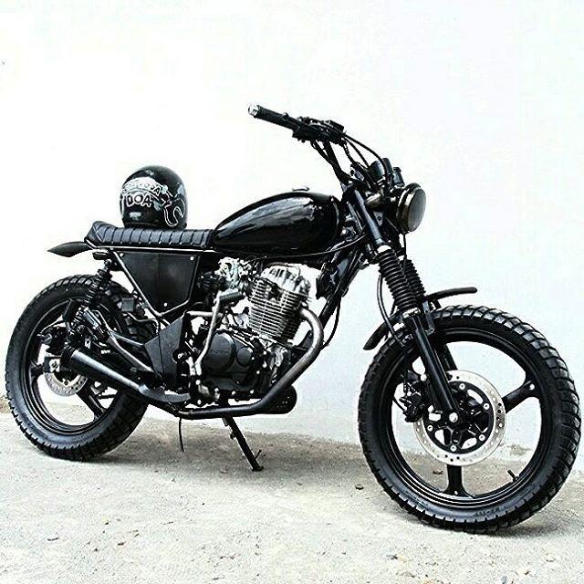 Djoko Polah, Honda Tiger/GL200 simple custom for daily used... Owner @mbooolll selamat #kemampleng udh ngaspall - #artnarchycustomstyle #buildnotbought #bratstyle #caferacer #scrambler #tracker #custom #classic #dirtbike #handmade #honda #jogja #japstyle #kustom #motorcustom #rideordie #rodaduasampetua #skarepkupreksu #saint_motors #stocksucks #pancalmubalgaspollblarrr