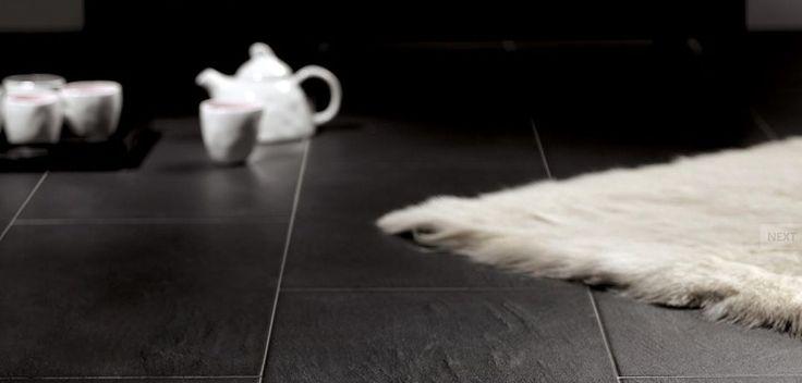 Štýlová tmavá dlažba s modernými bielymi doplnkami. Stylish dark floor tiles combined with white accessories. #tiles #floortiles #design